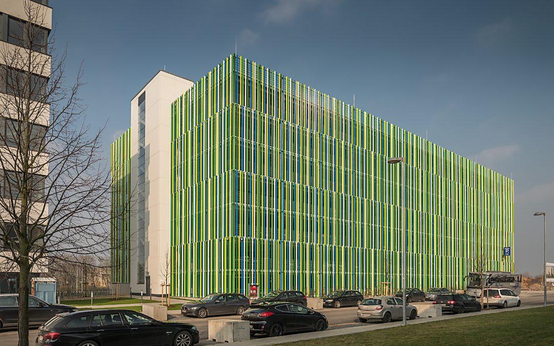 Komfort-Parkhaus in Kelsterbach bietet mindestens 2,70 Meter breite Stellplätze – in Parken aktuell 1/2018