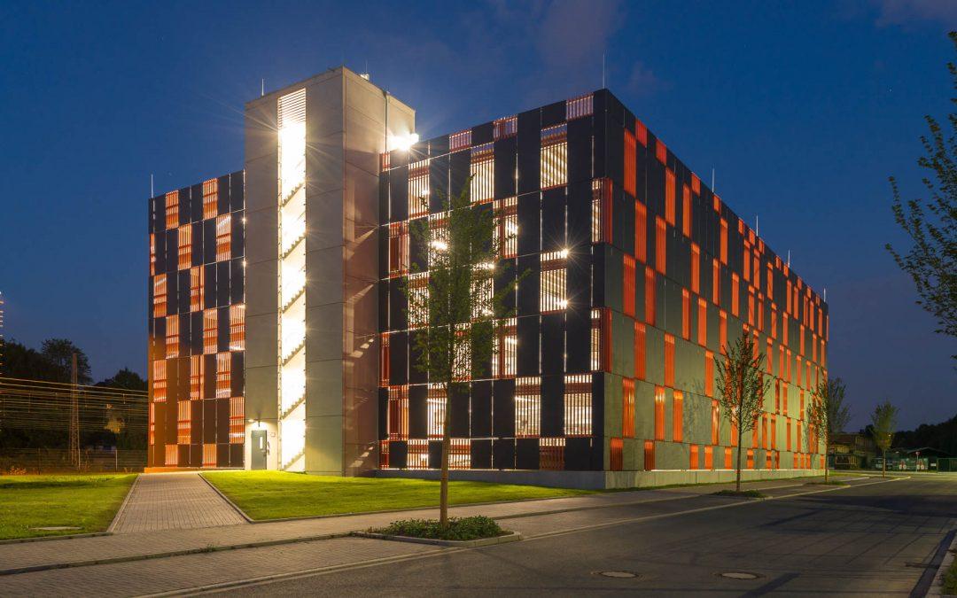 Modernes Mitarbeiter-Parkhaus für das neue Justizzentrum Bochum – in Parken aktuell 04-2017