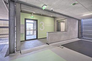 Hell, modern, transparent und sicher: das Parkhaus in Sinsheim von innen.